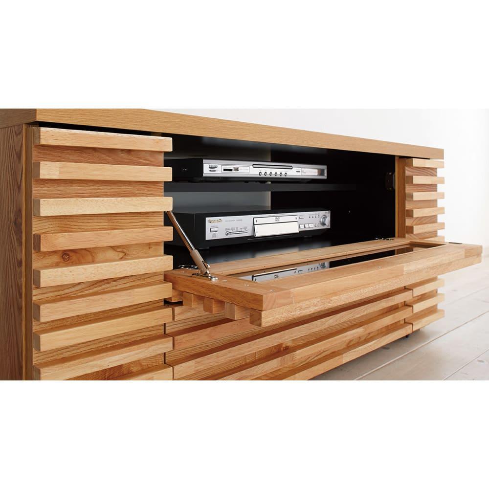 隠しキャスター付き天然木格子コーナーテレビ台幅120cm(隠しキャスター付き) プラップ扉は、ソフトダウンステーでゆっくり開きます。