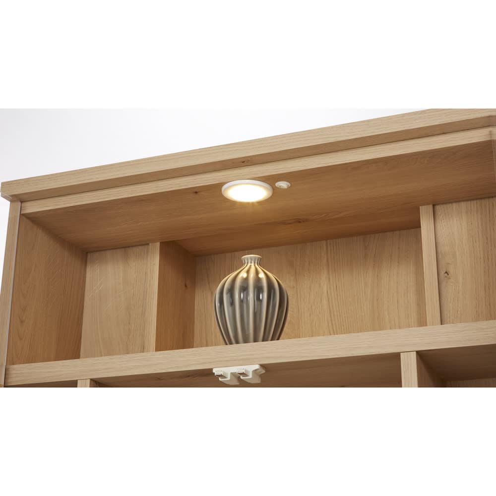 LEDライト付きコーナーキュリオ 幅80cm・高さ125cm 【眺めるほどに美しい照明付きギャラリー】オンオフ可能なLEDライトが、コレクションをきれいに照らします。