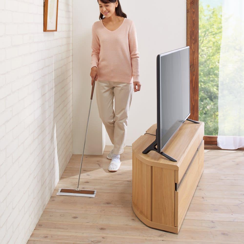 大型テレビが見やすいスイングコーナーテレビ台 幅110cm 【目立たない隠しキャスターでお掃除ラクラク】女性でも軽々と動かせます。