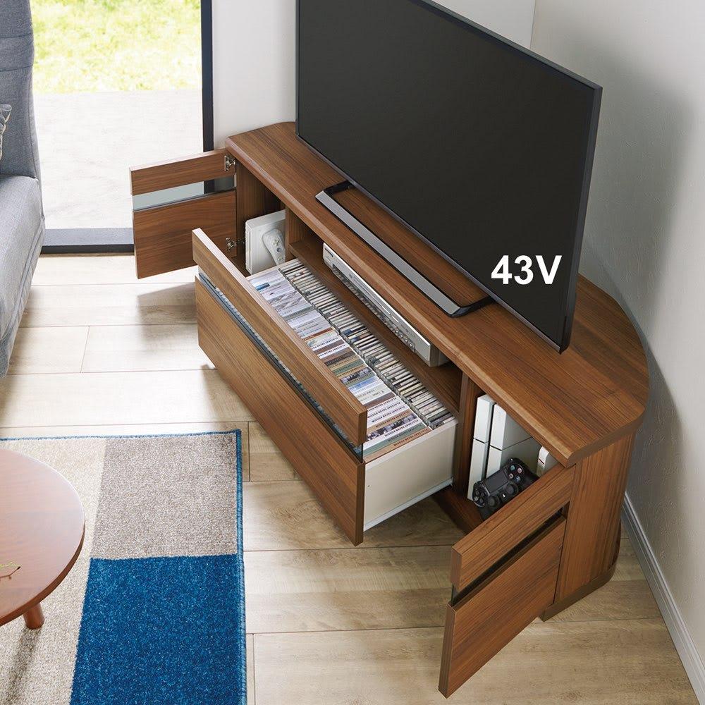 大型テレビが見やすいスイングコーナーテレビ台 幅130cm (イ)ウォルナット 流れるような木目が美しく、お部屋を上質に彩ります。