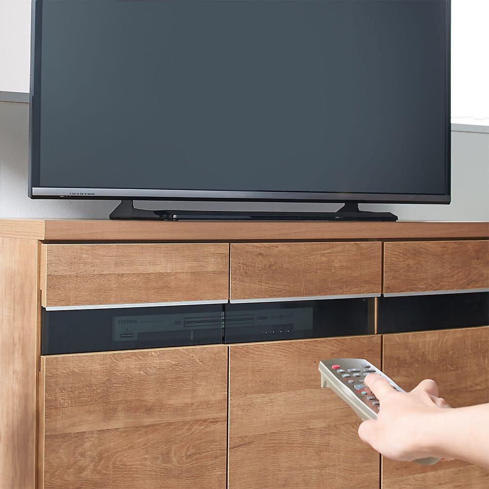 リビングギャラリーシリーズ テレビ台 幅120cm テレビ台のガラス部は閉じたままリモコンが使えます。 ※写真はテレビ台・幅105cmタイプです。
