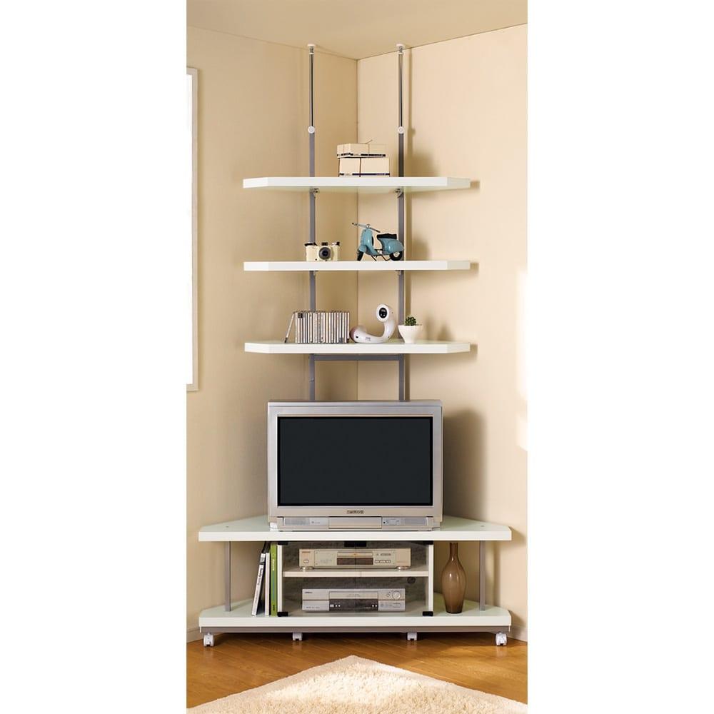 テレビ上の空間を有効活用できるシリーズ コーナー用テレビ台 幅120cm棚1段 (イ)ホワイトの色見本…デッドスペースになりがちなTV上の空間が、圧迫感なく飾る収納スペースに。
