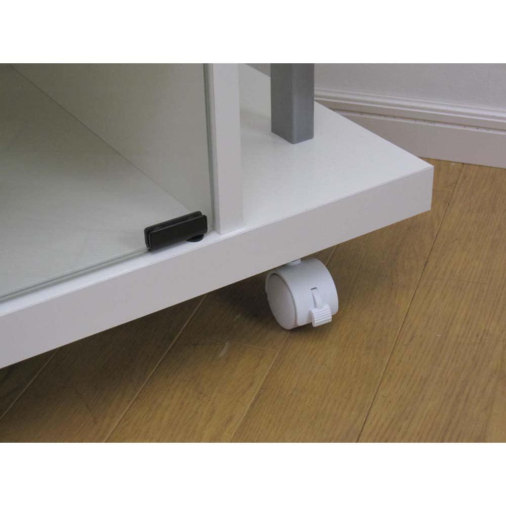 テレビ上の空間を有効活用できるシリーズ コーナー用テレビ台 幅120cm・棚2段 キャスター付きで移動も楽に。前輪はストッパー付きです。