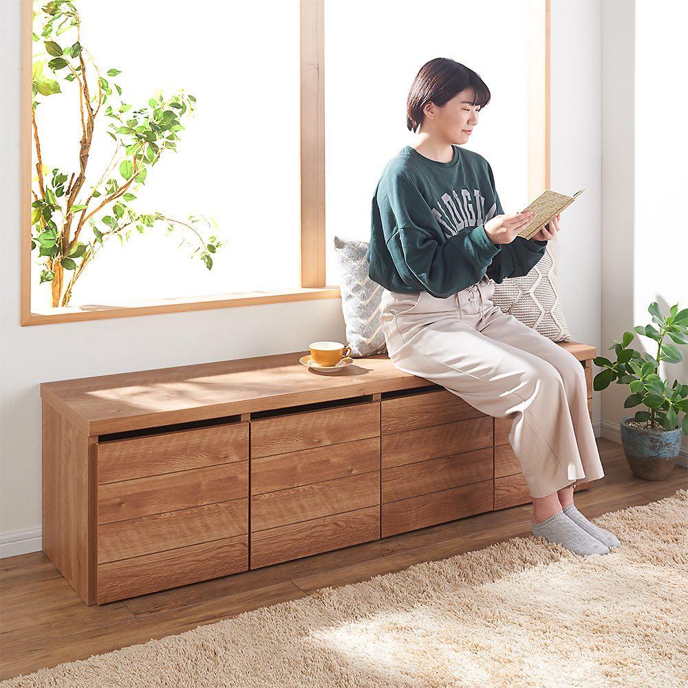 収納ワゴン付きリビングベンチ 4連 (ア)ブラウン 本体奥行40cmなので、ゆったり座ることができます。