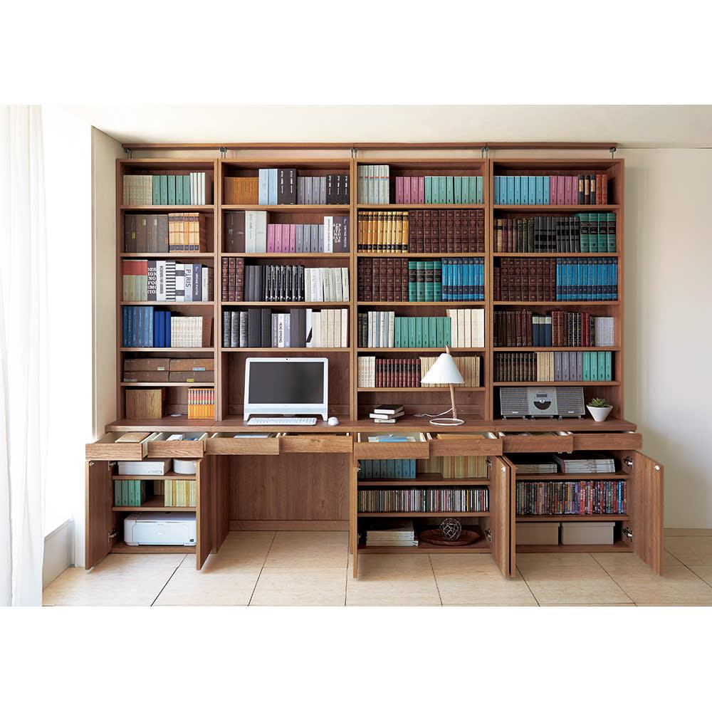 ホームライブラリーシリーズ デスク 幅80cm 突っ張りタイプ 使用イメージ(ア)ブラウン