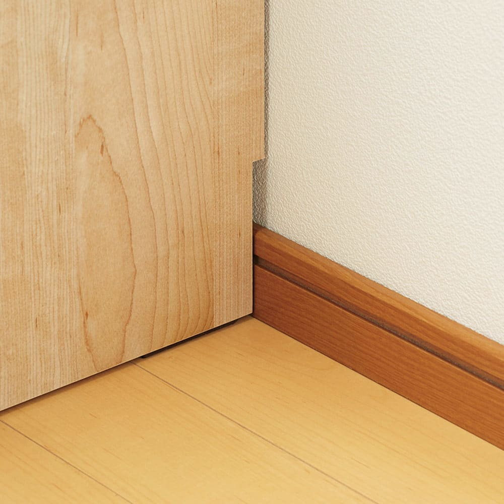 ホームライブラリーシリーズ キャビネット 幅80cm  突っ張りタイプ 幅木カット(10×0.9cm)対応で壁にぴったり付けられます。