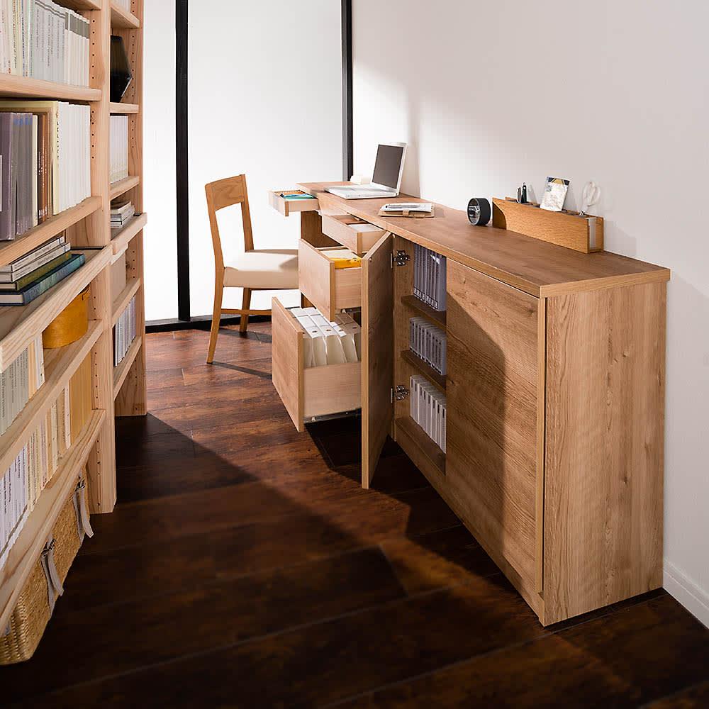 天然木調薄型コンパクトオフィスシリーズ 2枚扉キャビネット・幅80cm 収納イメージ ※お届けは一番手前の2枚扉キャビネットです。