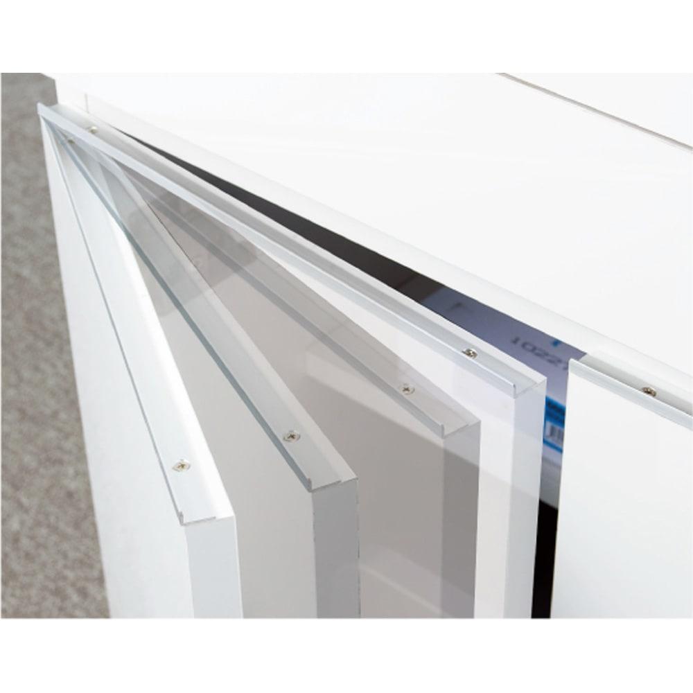 オールインワン!組立不要 マルチ収納パソコンデスク 幅60cm 扉が静かに閉まるダンパー蝶番を採用した快適仕様。