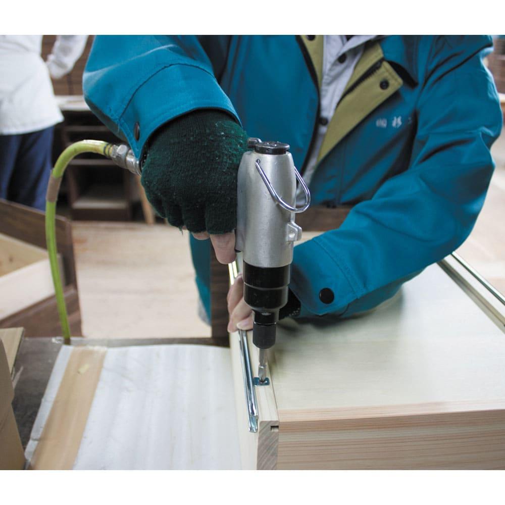 ミニマムデスク TSUKUE(ツクエ)デスク 幅110奥行45cm 明治中期からの歴史を持ち、学校用家具の分野でも高い評価を得た国内の家具工場で生産。表面は自然オイル仕上げで、木肌のやさしい手触りを実感できます。