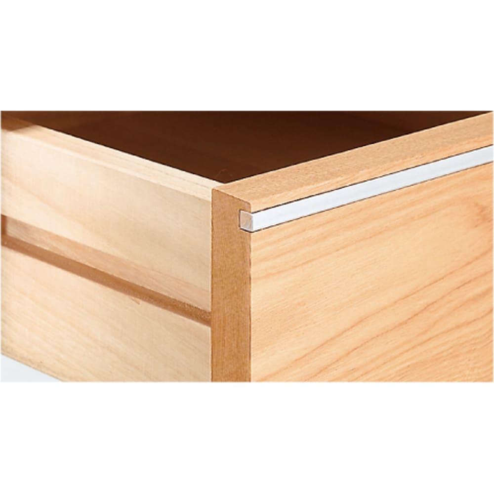 タモ天然木アルミライン薄型デスク 奥行45cm 幅150cm 引き出し部にすっと伸びるアルミライン。異素材の組み合わせが大人の上質感を醸し出します。