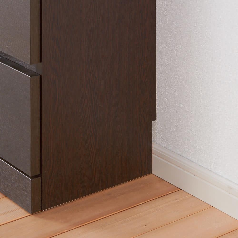 タモ天然木アルミラインシリーズ キャビネット 3枚扉タイプ 幅木対応(1×9cm)で壁ぴったりに設置。