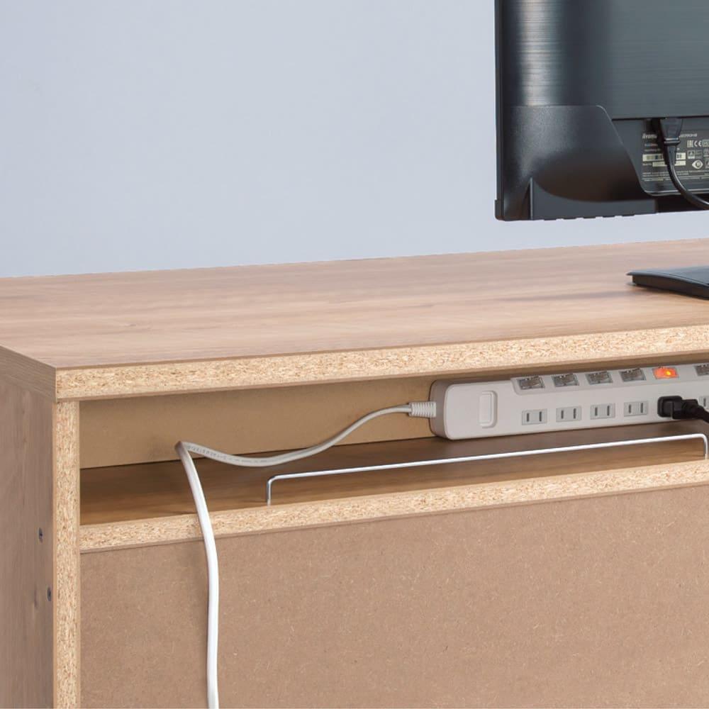 天然木調 配線すっきりデスクシリーズ デスク・幅120cm奥行45cm デスク背面には電源タップが収まるスペースを設置しました。