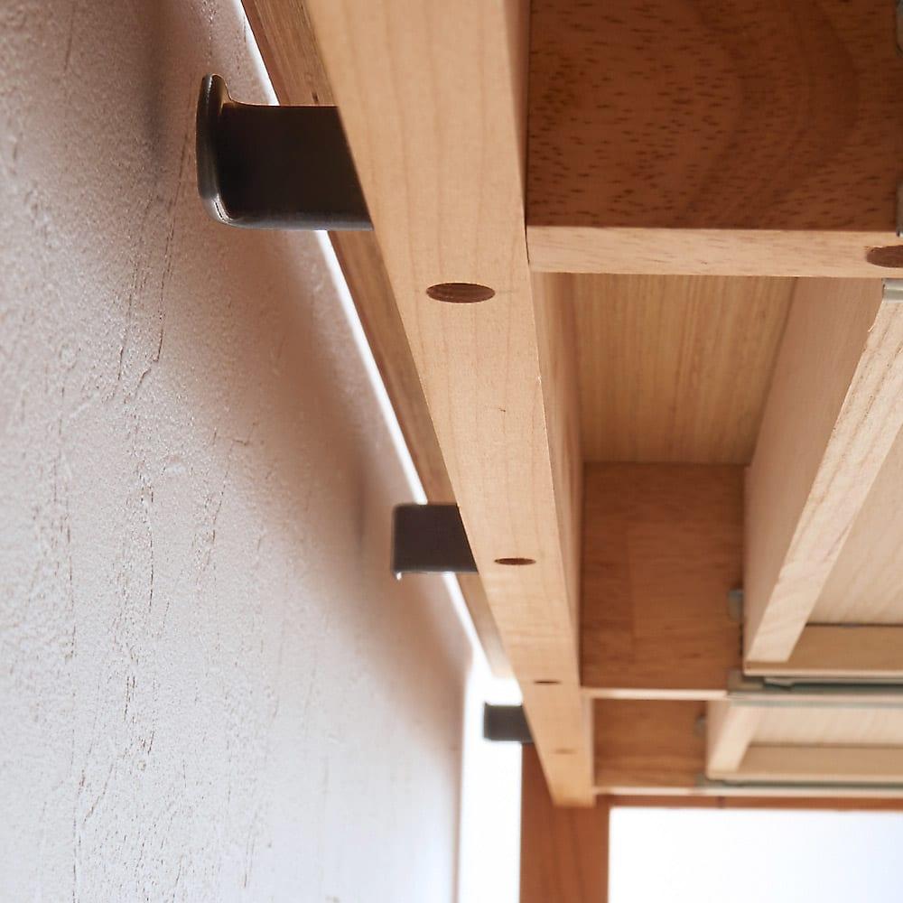 配線すっきり北欧頑丈デスクシリーズ デスク・幅95cm デスクの天板が脚より外側に広がっているのでフックを気にせず壁に付けて置くことができます。