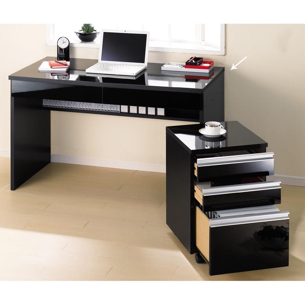 引き出し付き 光沢仕上げアーバンデスクシリーズ デスク 幅120cm (イ)ブラック 写真はデスク幅120cm、チェストの組み合わせ例です。 ※お届けはデスク幅120cmのみです。