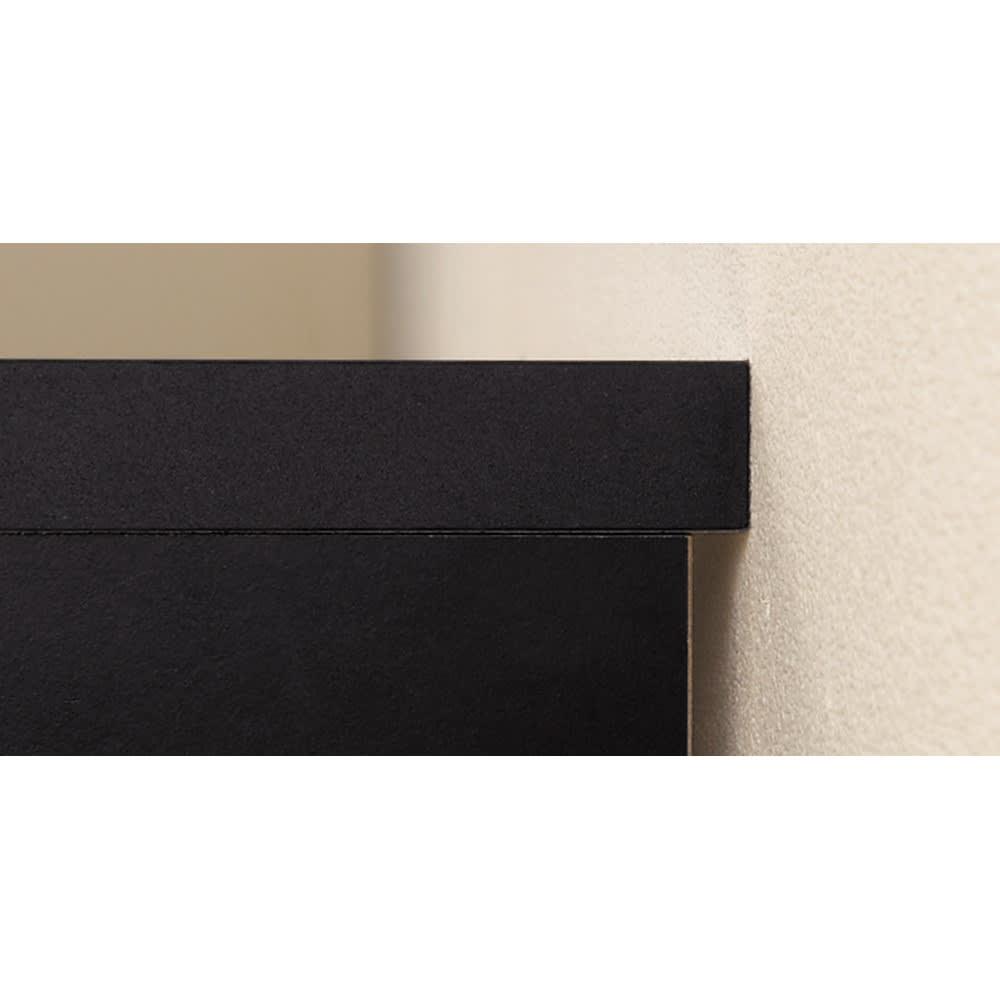 引き出し付き 光沢仕上げアーバンデスクシリーズ デスク 幅150cm 幅木があっても、天板の奥行が1cm長く、壁面にぴたりと設置。