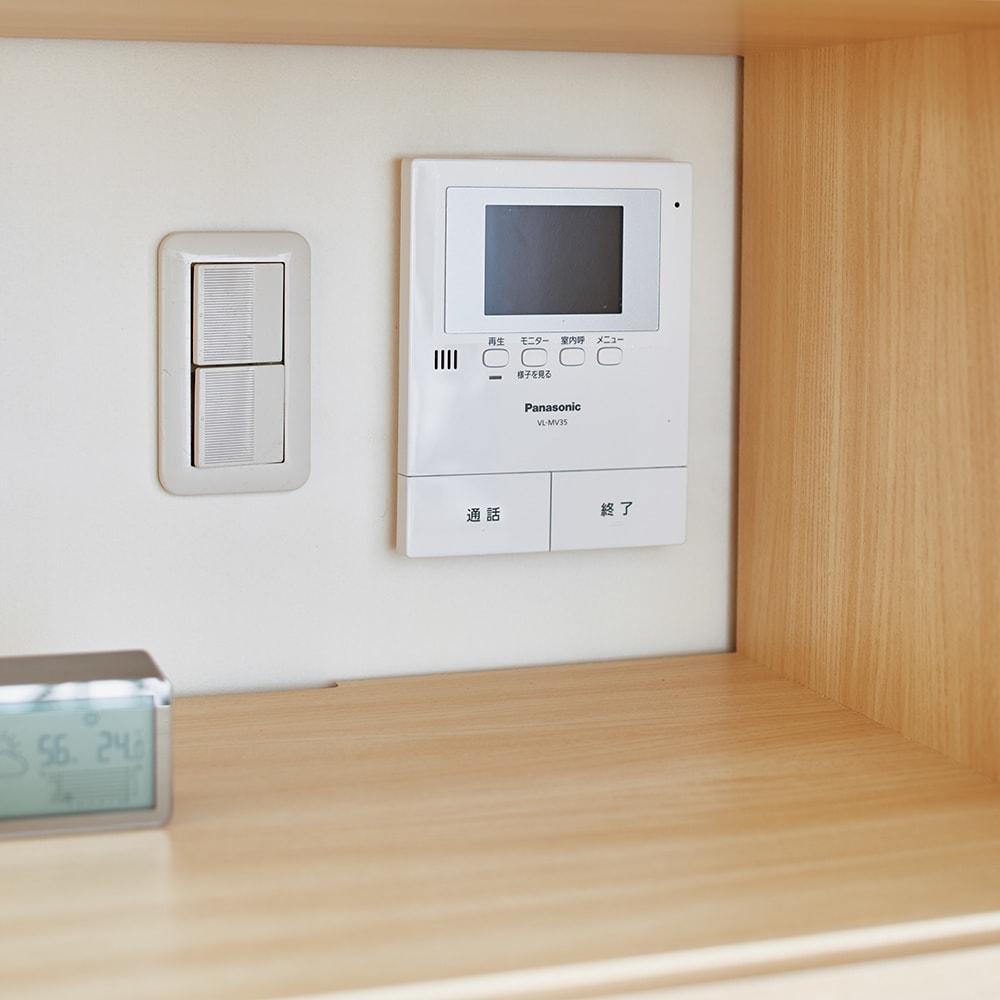 スイッチ避け壁面収納シリーズ 収納庫タイプ(上台扉付き・下台扉・背板あり)幅75cm奥行30cm スイッチ前にもおける。オープン部には背板がなくスイッチやモニター前に設置可能。
