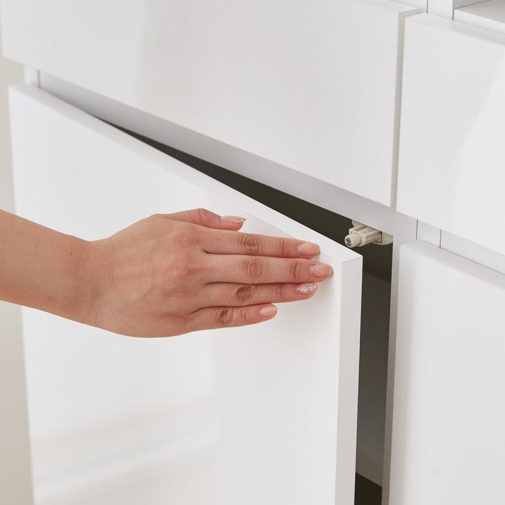 スイッチ避け壁面収納シリーズ 収納庫タイプ(上台扉付き・下台引き出し・背板あり)幅75cm奥行30cm プッシュ扉で開閉簡単。取っ手がなく、すっきり隠して収納できます。