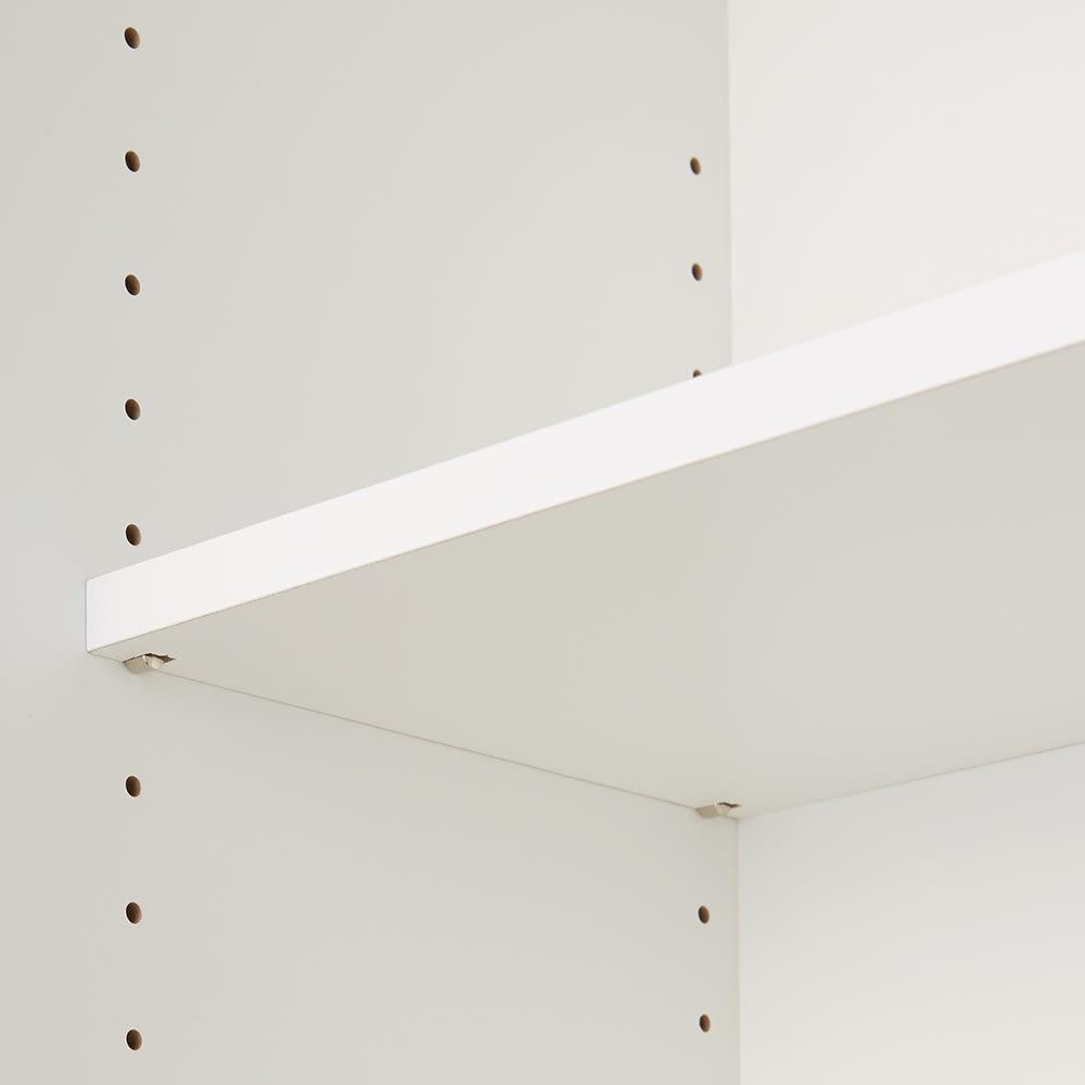 美しくしまうハイクラス壁面収納シリーズ 収納庫 板扉 板棚 幅39cm 収納するものに合わせて調節できる可動棚。板棚は3cmピッチで可動。収納するものの高さに合わせて設置できます。