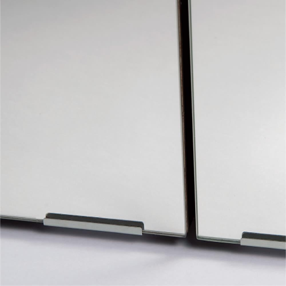 効率収納できる段違い棚シェルフ [本体 ミラー扉タイプ 開き戸 幅90cm] 奥行32.5cm 高さ180cm ミラーには脱落を防止する留め金具2ヵ所付き。
