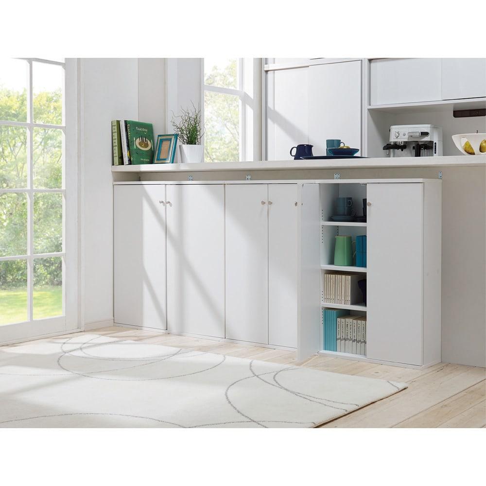 天井対応高さを選べるすっきり突っ張り書棚 奥行22cm・1列棚タイプ 本体高さ210cm(天井対応高さ213~223cm) 上下分割式なので横並びの設置も可能。 (使用イメージ)(ウ)ホワイト