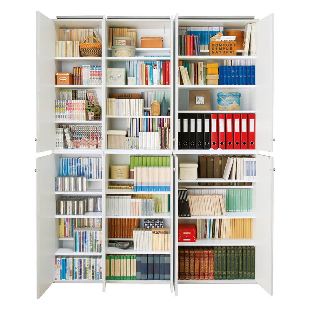 天井対応高さを選べるすっきり突っ張り書棚 奥行39cm段違いタイプ 本体高さ200cm(天井対応高さ203~213cm) 【奥行39cmタイプ】棚板を前後段違いで見やすくセットすることが可能。段違いにせずにフラットに並べれば雑誌も余裕で入ります。