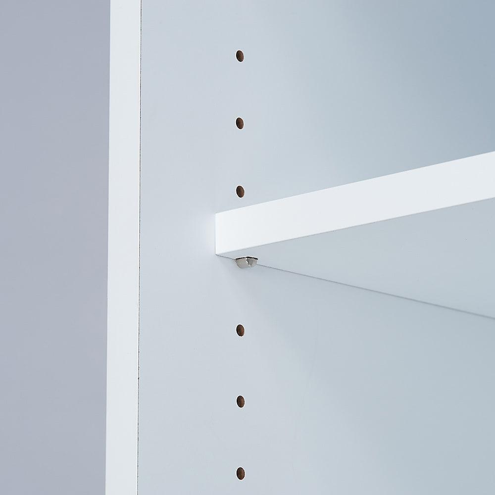 大量収納が自慢の引き戸式本棚 幅120本体高さ114cm 奥行40cm 棚板は3cm間隔でこまかく調整できます。
