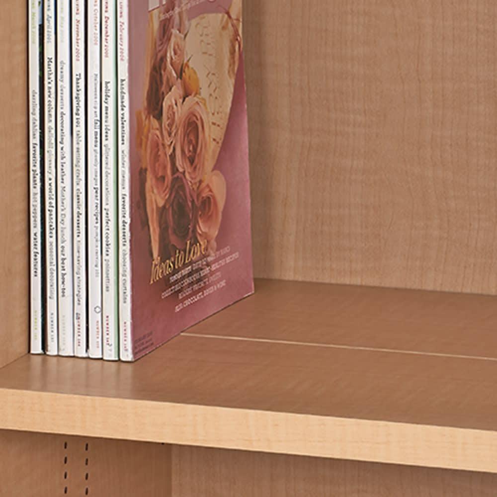 日用品もしまえる頑丈段違い書棚 ヴィンテージ木目調タイプ 書棚 幅80cm 棚板は、収納物に合わせて前後段違いにも、一列で奥行深めにもセットできます。