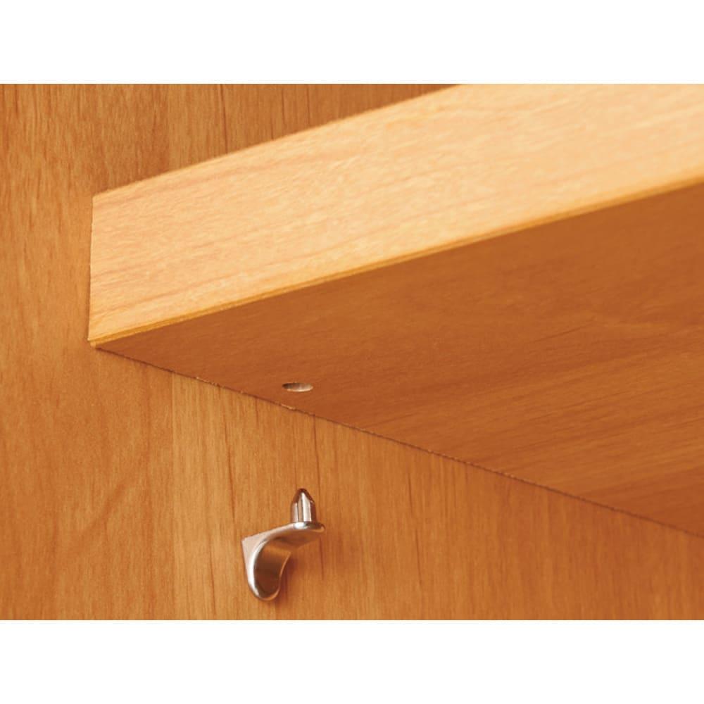 アルダー天然木 アールデザインブックシェルフ 幅60.5高さ90cm 可動棚板の止め具には、棚が外れにくい高級棚ダボを使用。
