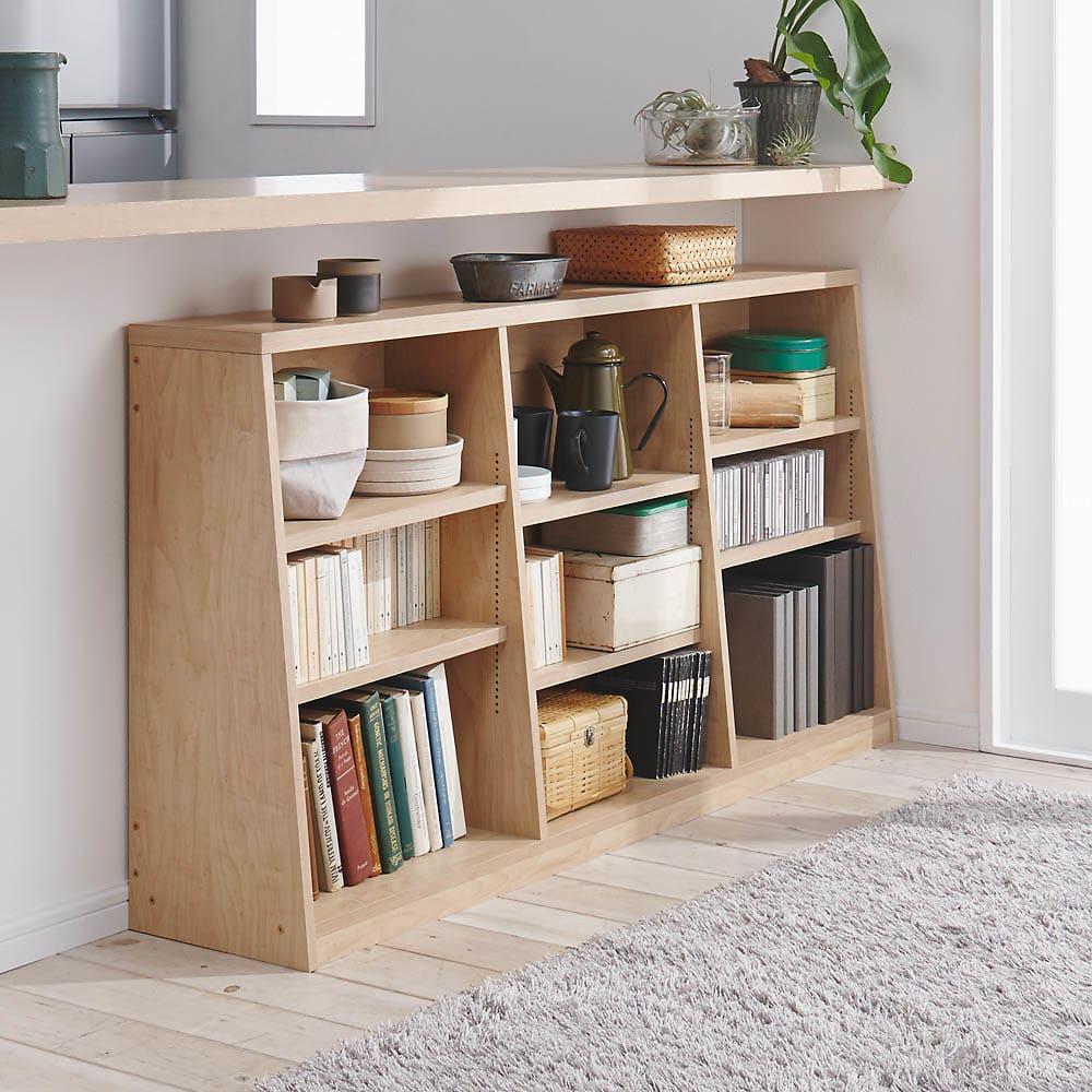 脚元安定1cmピッチ棚板頑丈薄型書棚 高さ76.5cm コーディネート例(ウ)ナチュラル