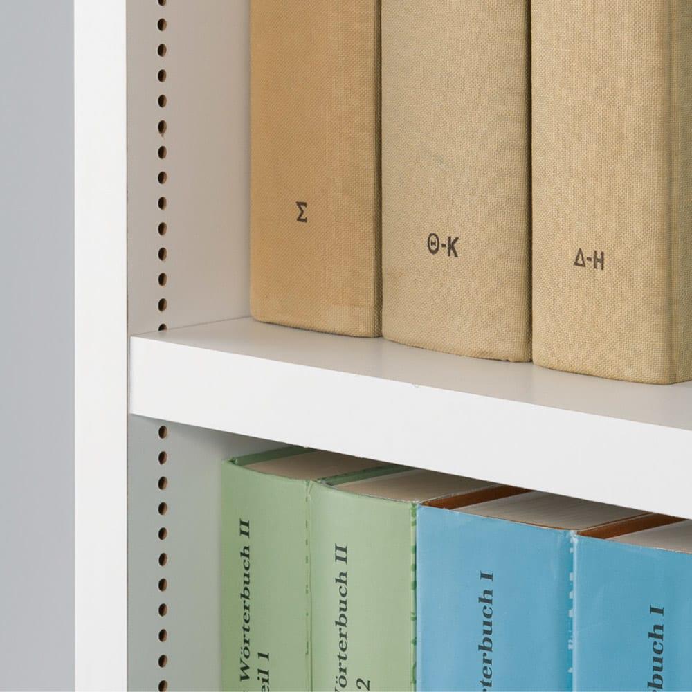 組立不要1cmピッチ頑丈棚板本棚 オープン&扉タイプ 可動棚板は収納物に合わせて1cmピッチで調整可能。文庫本から雑誌まで多様なサイズの書籍もばっちり収納できます。