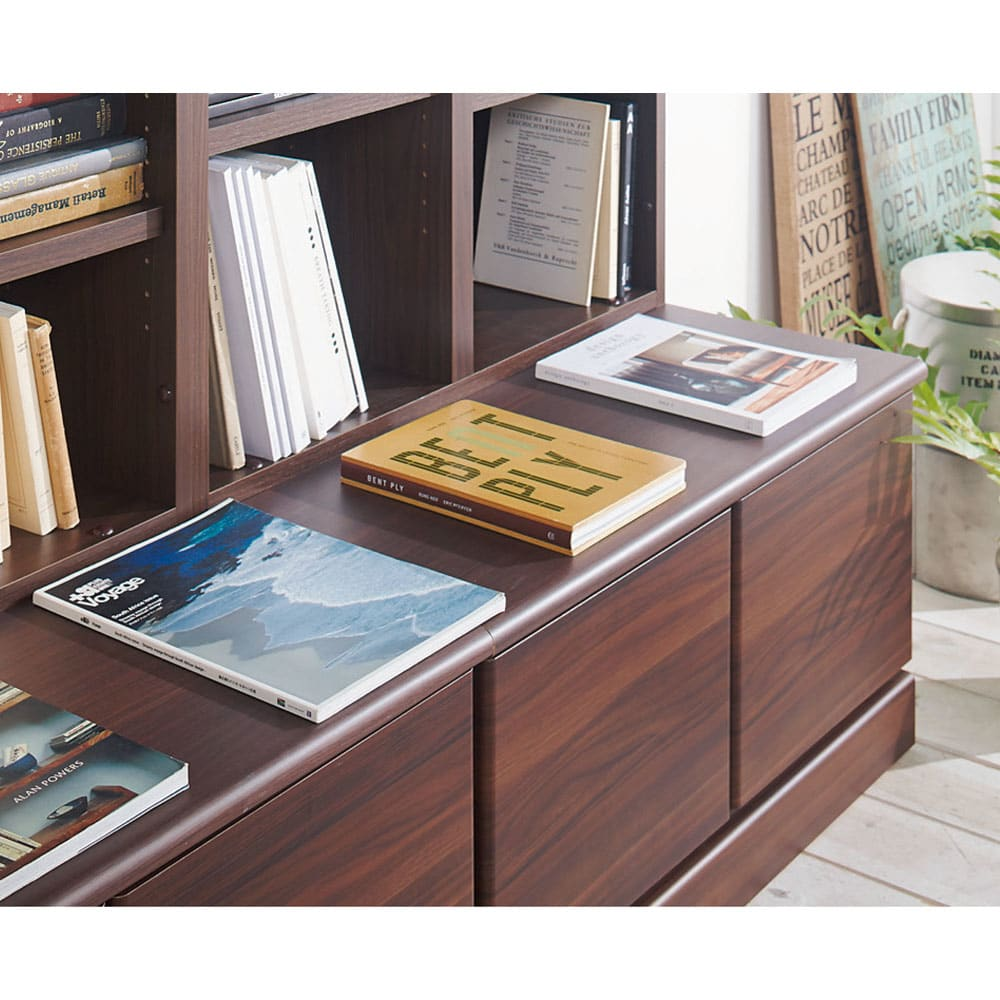 ベンチブックシェルフ 本体 幅116.5cm 【飾れる】ベンチにはお気に入りの本を飾ってもおしゃれ。最新号など、読む頻度の高いものを置いても便利。