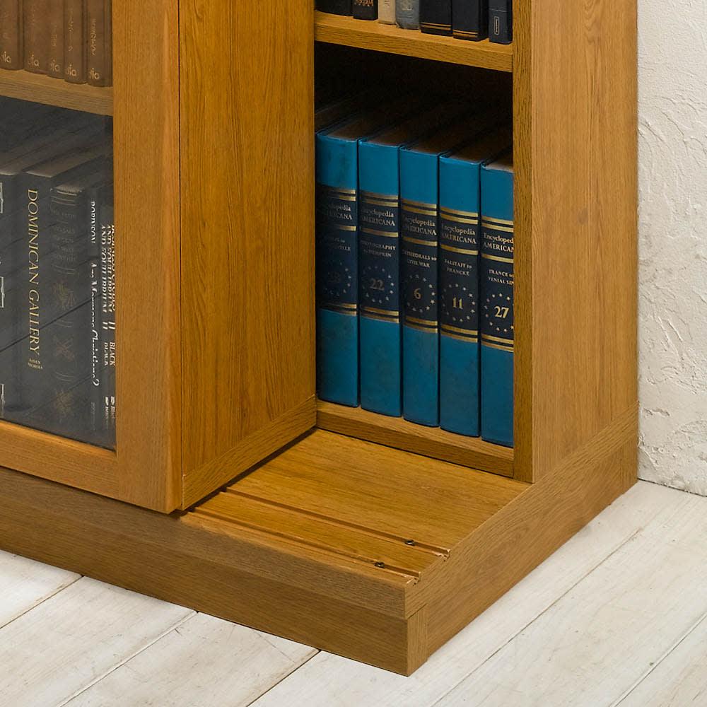 本格仕様 快適スライド書棚 オープン・上置き付き 3列 前面のスライド書棚を後ろレールに乗せ棚板状態。収蔵物に合わせて、内寸奥行を可変出来る二重レール構造。この場合の商品外寸は44.5cmとなります。奥の本棚には最大約21.5cm奥行の書籍が収納できます。