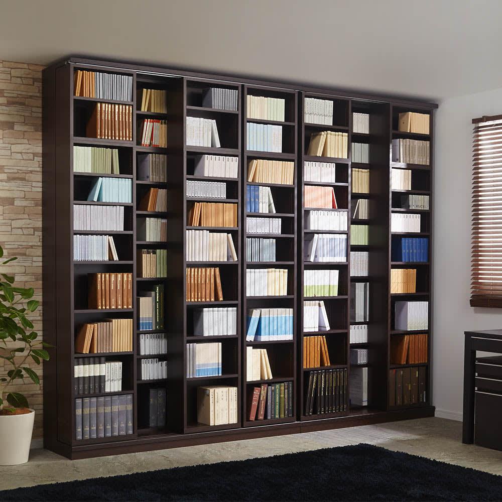 本格仕様 快適スライド書棚 オープン・上置き付き 4列 使用イメージ(ア)ダークブラウン ※※お届けは手前のスライド書棚4列タイプです。