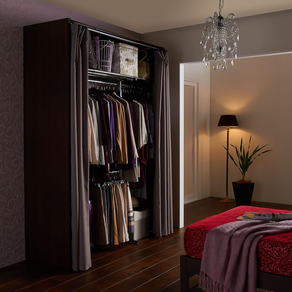 カーテン付き アーバンスタイルクローゼットハンガー 引き出しなし・幅117~200cm対応 クローゼットに収まりきらない衣類の収納にぴったりな大量収納ハンガーラック。落ち着いた雰囲気のお部屋にマッチします。
