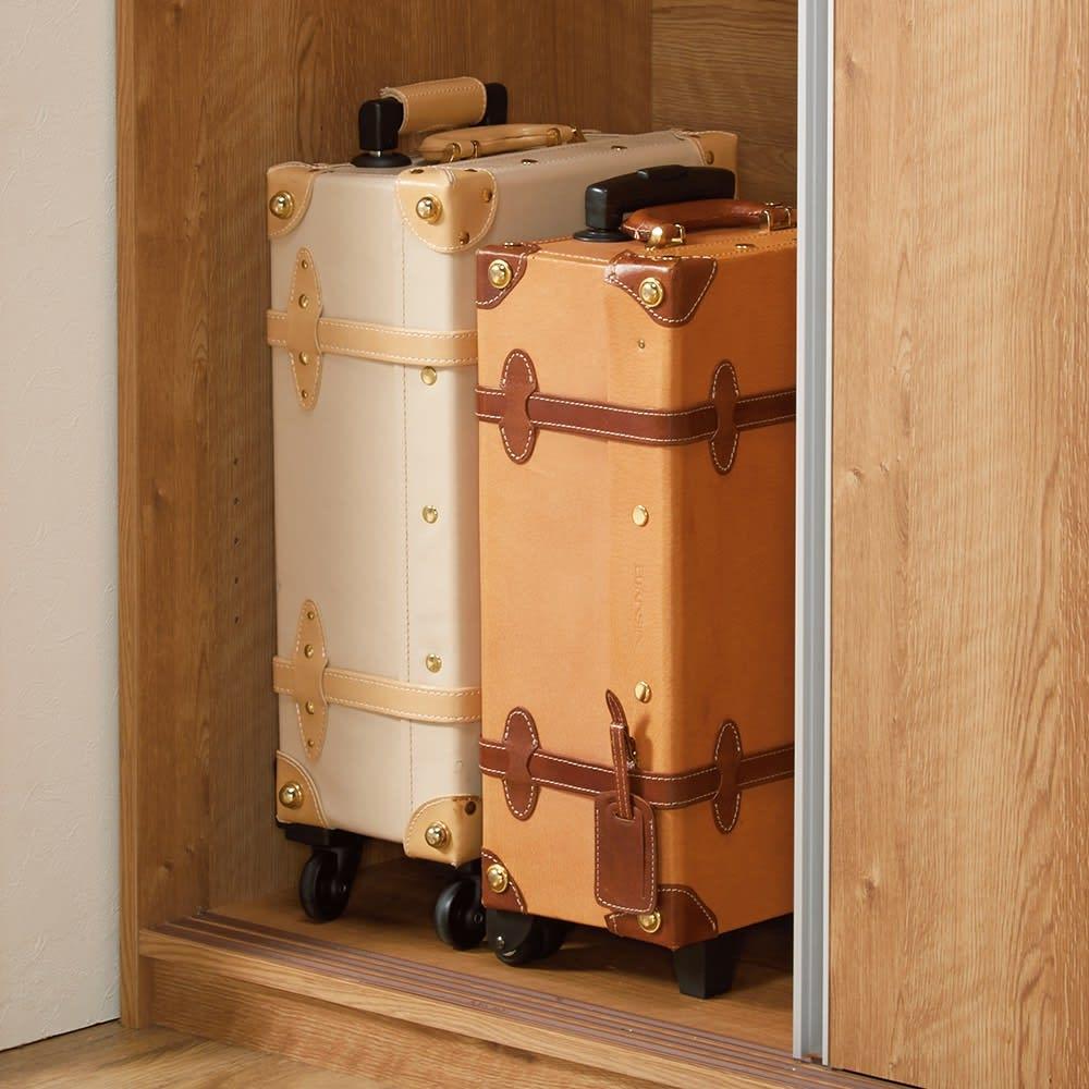 【ディノス最大級の大型ワードローブ】大量収納3枚引き戸ワードローブ 棚板を外せばスーツケースなど、かさばるものも収納可能。