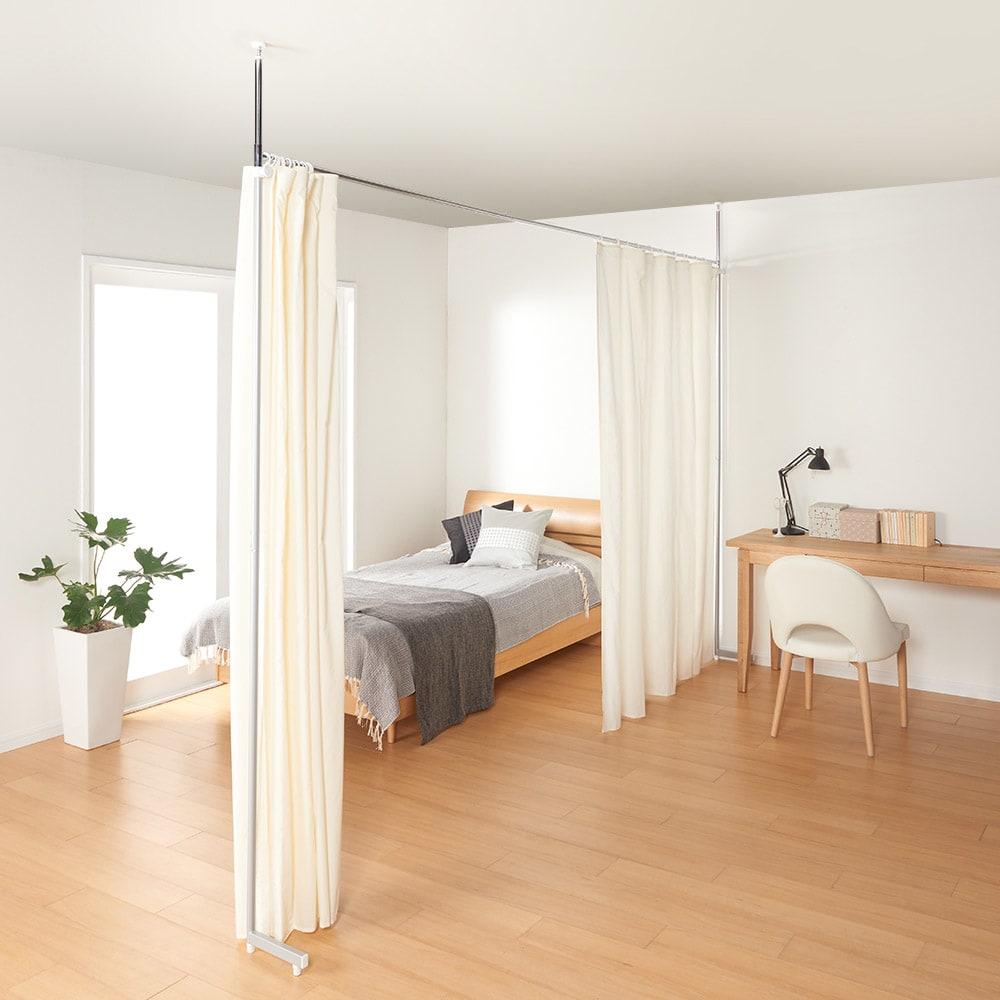 突っ張り&伸縮式目隠しカーテン レールタイプ 寝室の仕切りとしてもOK ベランダや高窓から室内の目隠しもできます。(ア)オフホワイト(ア)オフホワイト ※この写真はリングタイプです。