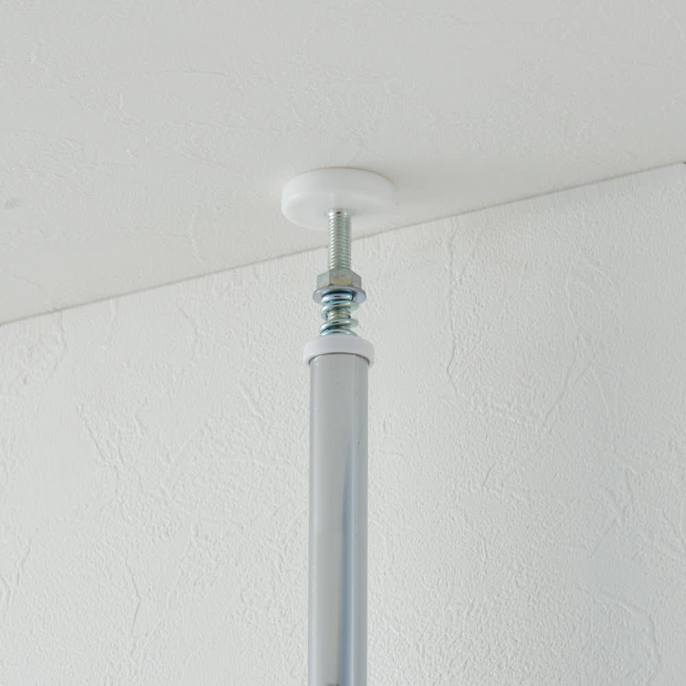 突っ張り&伸縮式目隠しカーテン レールタイプ 突っ張り金具で天井までしっかり固定ができます。