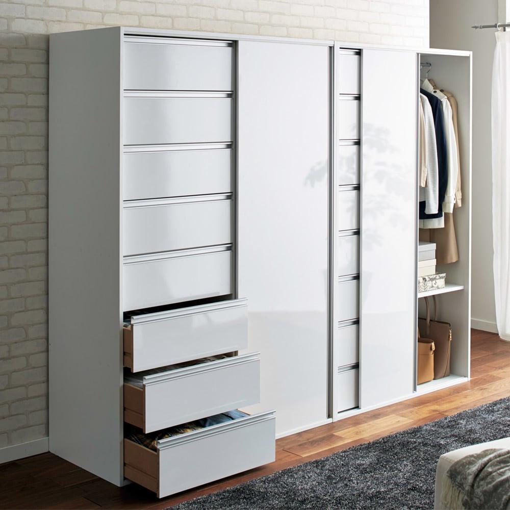 衣類をまとめて収納できる光沢仕上げタワーチェストクローゼットハンガー 幅120cm (ア)ホワイト 光沢のある素材がお部屋に高級感を演出します。(左から幅120cmタイプ、幅105cmタイプ)