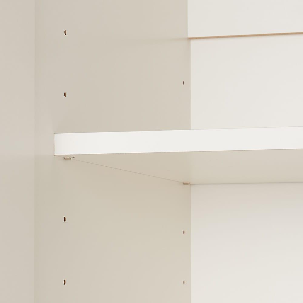 必要な時だけ引き出せるちょいかけハンガー付きクローゼット ハンガー1段可動棚2枚 幅80cm 可動棚2枚付きで、6cm間隔での調整が可能です。※耐荷重は約5kg