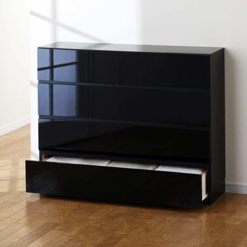 奥行30cm薄型ツヤツヤチェスト 幅100cm・4段 (イ)ブラック ツヤツヤの光沢感を堪能してください。