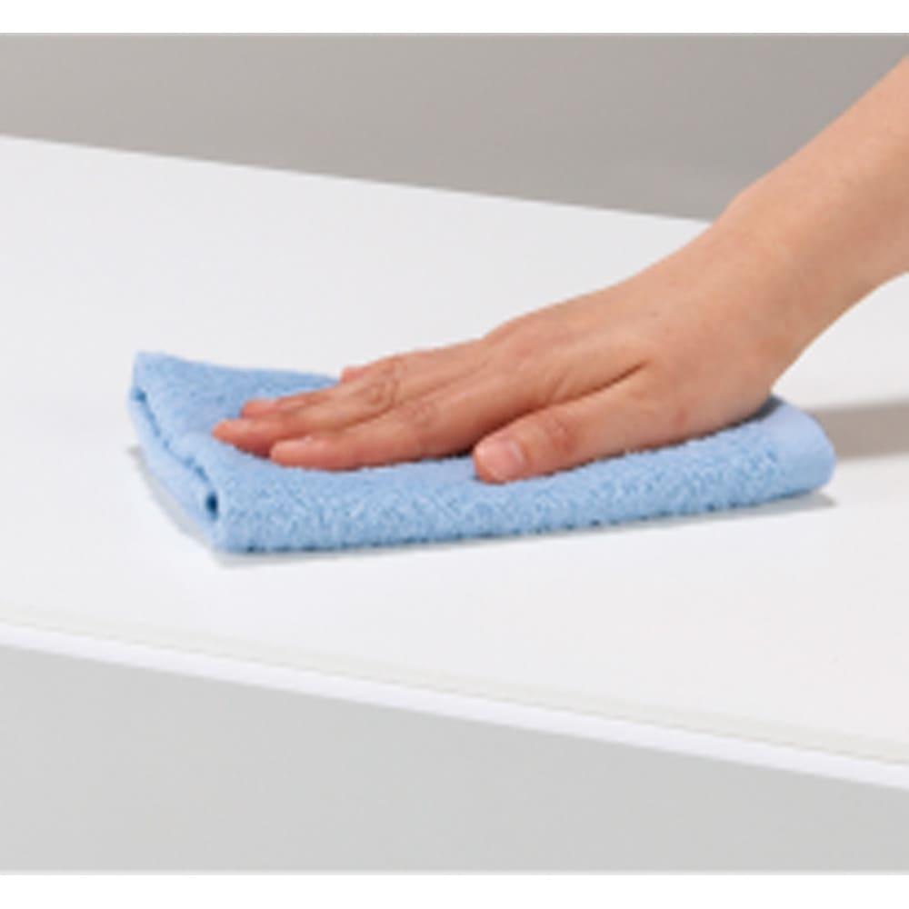 奥行30cm薄型ツヤツヤチェスト 幅100cm・4段 水や汚れに強い天板。サッと一拭きでお手入れ簡単。