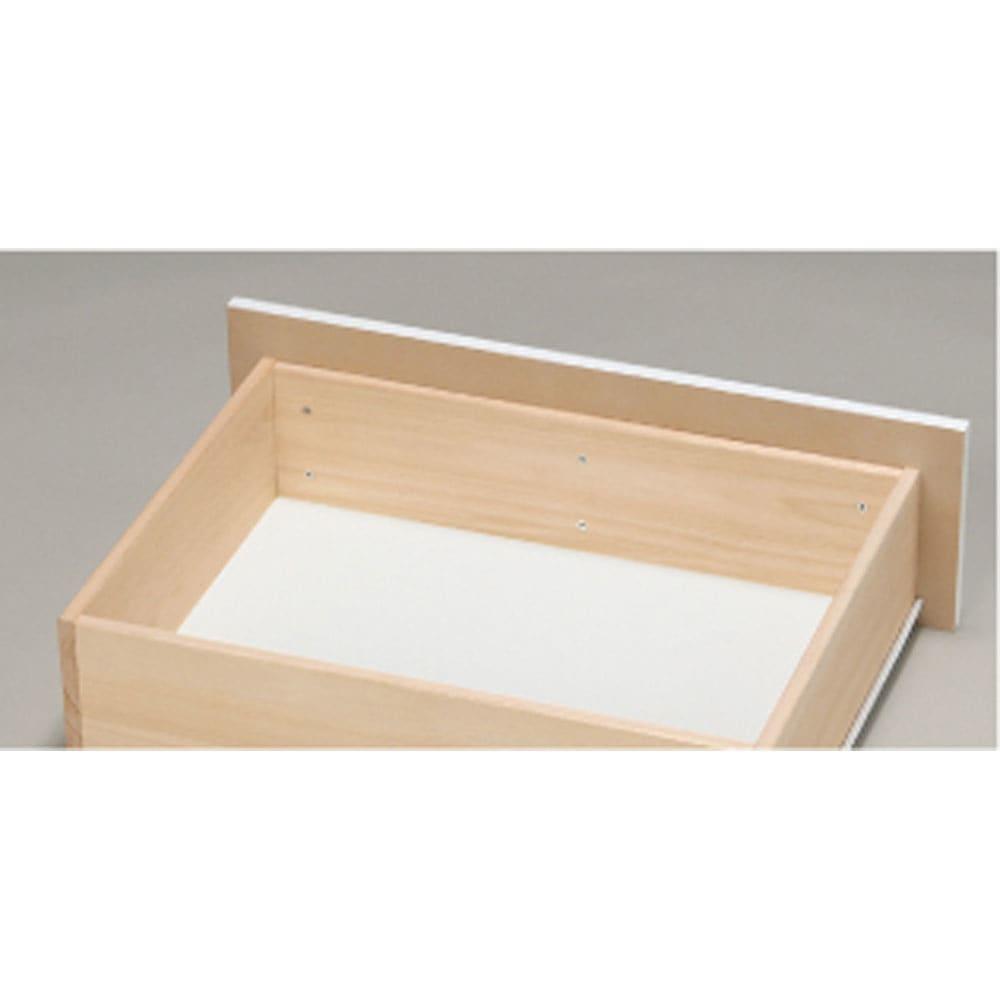 奥行46cmキャスター付きツヤツヤチェスト 幅100cm・5段 頑丈な箱組。さらにネジなどの金具が内部に出っ張らない衣類に優しいつくり。