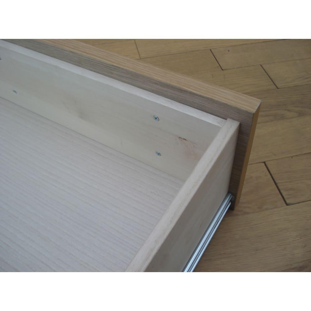 引き出し全開!フルスライドレール付きシンプルチェスト 5段・幅40cm 引き出しは箱組で頑丈な仕様。 ※「箱組(はこぐみ)」とは、引き出しの四方を枠で囲んだ箱をつくり、その一辺に前板をビスでしっかり固定する構造です。前板がはずれにくくなります。