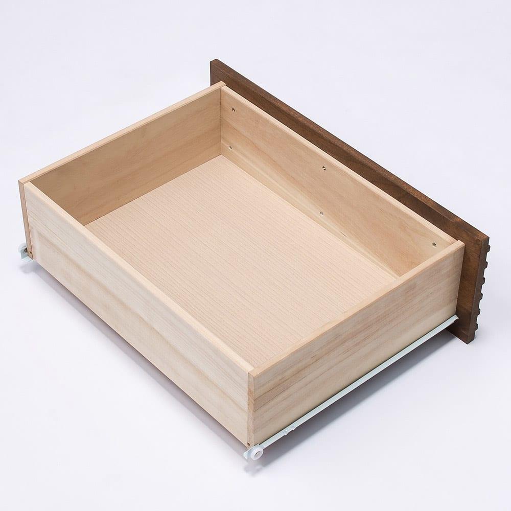 天然木横格子柄のローチェスト 幅60cm・4段 引き出しは丈夫な箱組仕様です。