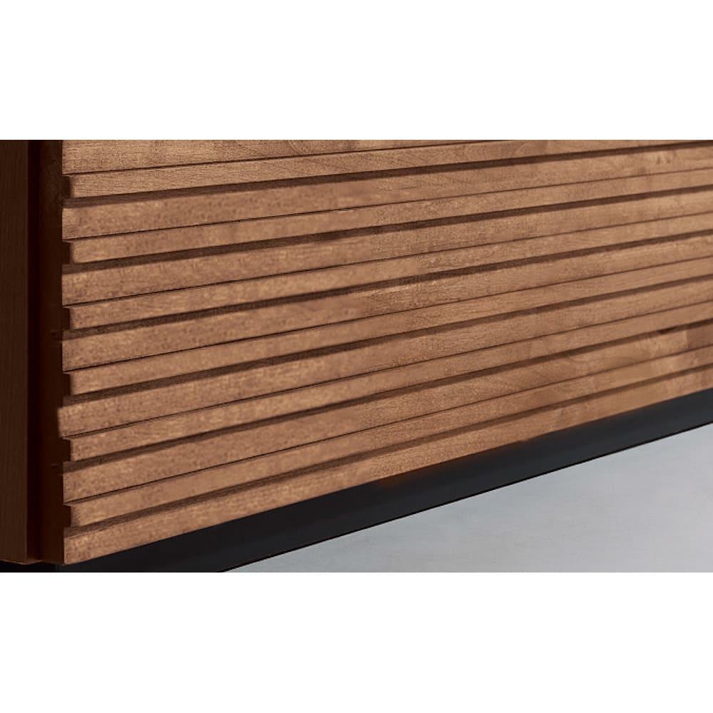 天然木横格子柄のローチェスト 幅120cm・3段 【前板は天然木の格子柄】視覚的に広く見え、和風でも洋風でもなじむ横格子デザイン。