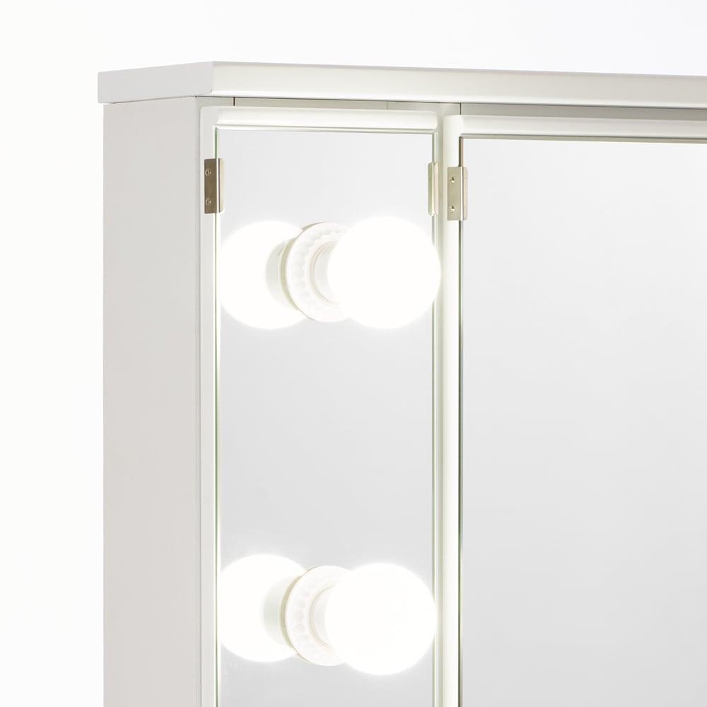 LEDライト付きドレッサーシリーズ ドレッサー(スツール付き) 幅80cm・高さ137cm 点灯すればメイクしやすく、見た目も豪華なライトが女優気分にさせてくれます。