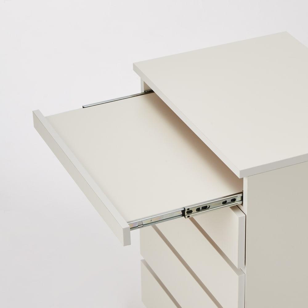 テレワークにもおすすめ スライドテーブル付きチェスト 幅60cm・奥行34.5cm スライドテーブルはノート型、デスクトップ型、いずれのPCも置けます。