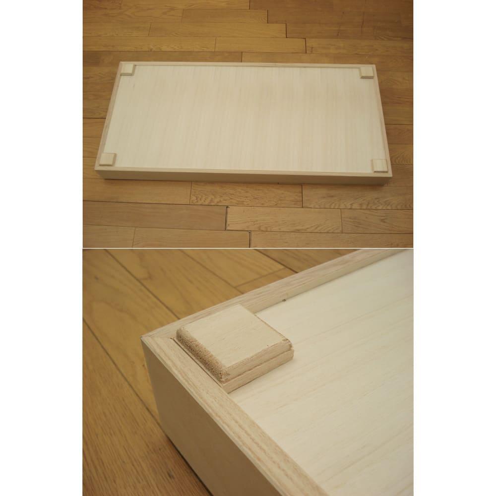 総桐衣装ケース 幅95.5cmタイプ 5段(浅2深3)・奥行41.5cm 収納部の裏側。この角材によって上下段がしっかりかみ合い、ずれることを防ぎます。