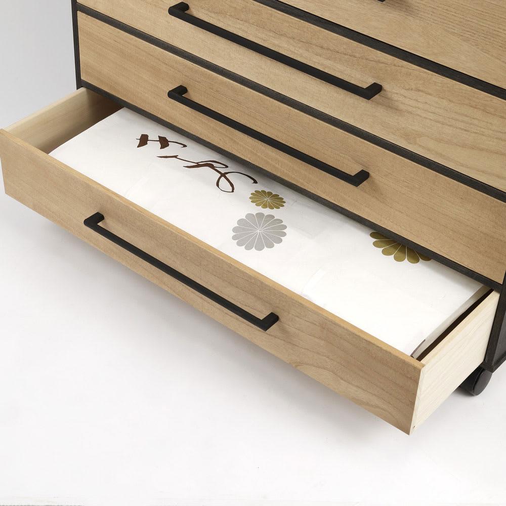 【洗練されたモダンデザイン】バイカラー総桐モダンチェスト 5段 幅100cm・高さ93.5cm たとう紙を折らずに収納できます。