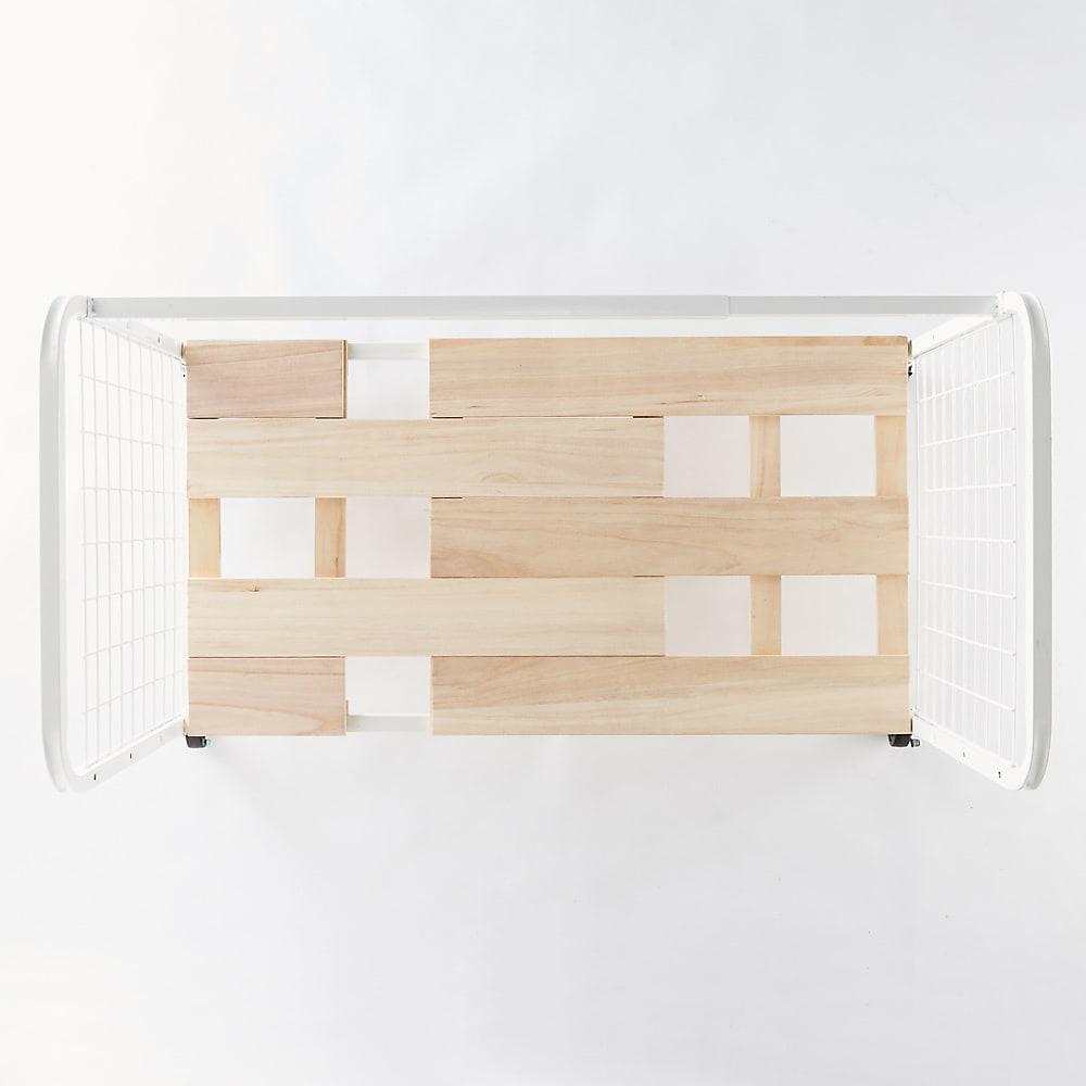 頑丈幅伸縮すのこ布団台 奥行53cmクローゼットワゴン 床板は隙間が出ないように設計されています。